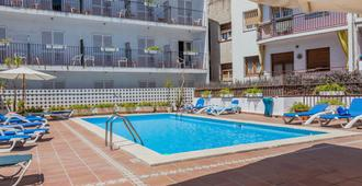 Hotel El Cid - סיטגס - בריכה