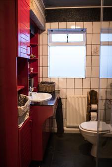 Guesthouse 1X6 - Keflavik - Bathroom
