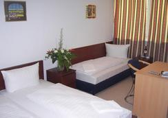 Hotel Arrival - Berlin - Bedroom
