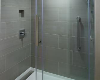 Marriott East Lansing at University Place - East Lansing - Bathroom