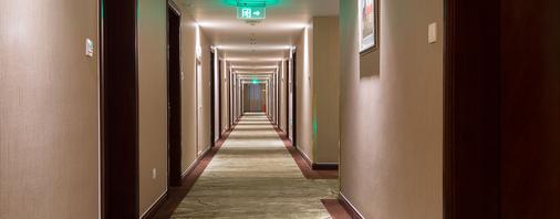 Golden River View Hotel - Shanghai - Hallway