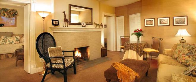 Swann House - Washington - Living room