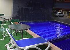 Arthur Palace Hotel - إنكارناسون - حوض السباحة