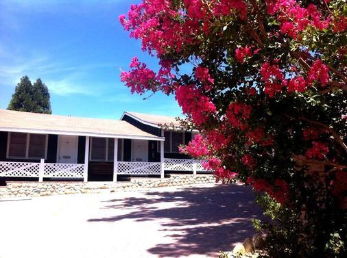 The Kern Lodge - Kernville - Building
