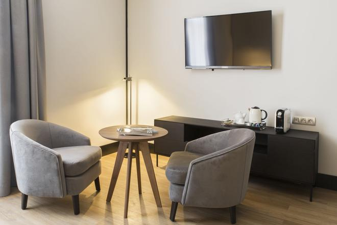 ICON Embassy by Petit Palace - Madrid - Living room