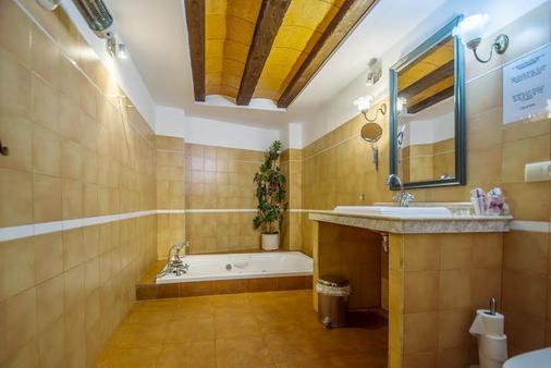 Hotel Restaurante Milan - San Clemente - Bathroom