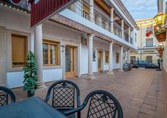 Hotel Restaurante Milan - San Clemente - Outdoors view