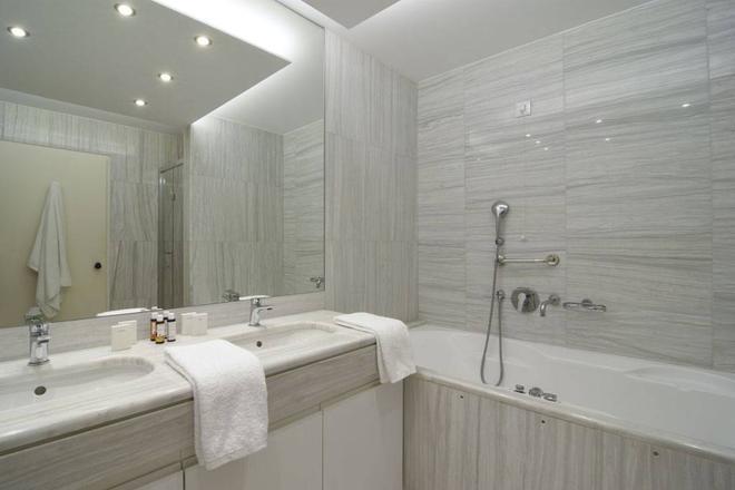 Titania Hotel - Athens - Phòng tắm