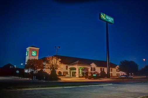 Quality Inn - Hillsboro - Building