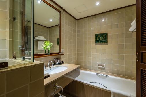 Chatrium Hotel Royal Lake Yangon - Yangon - Bathroom