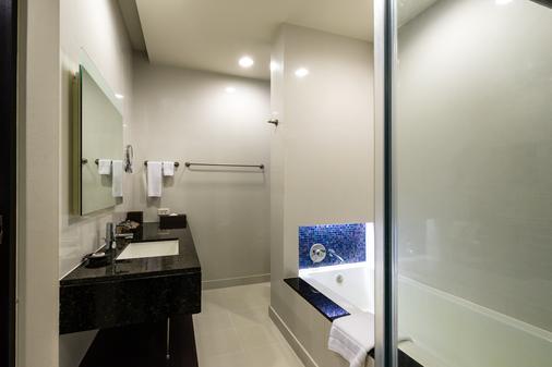 察殿曼谷河畔豪華酒店 - 曼谷 - 浴室