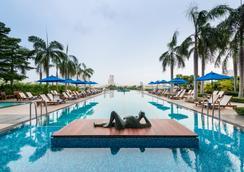 察殿曼谷河畔豪華酒店 - 曼谷 - 游泳池