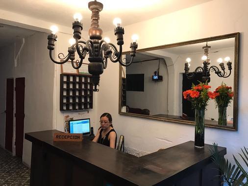 Hostel la Quinta - Antigua Guatemala - Recepción
