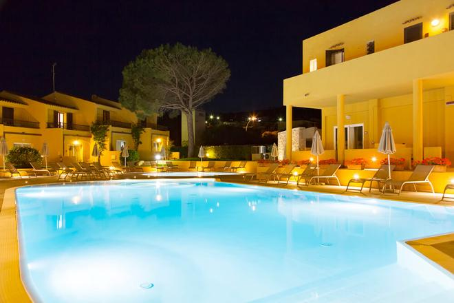 Blu Hotel Laconia Village - Arzachena - Πισίνα