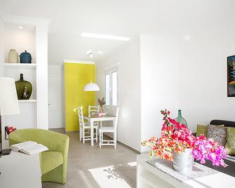 El Guarapo Apartamentos - Коста-Тегісе - Living room