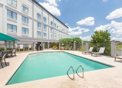 Wingate by Wyndham Savannah Airport - Savannah - Pool