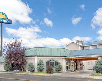 Days Inn by Wyndham Butte - Бутт - Building