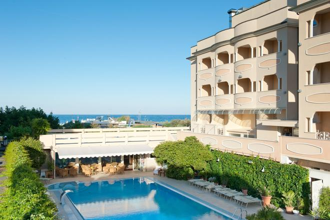 Hotel Derby Exclusive - Milano Marittima - Rakennus