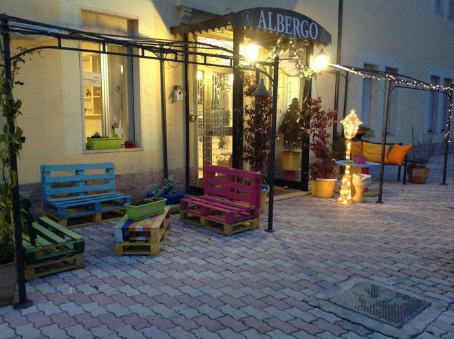 Hotel Porta Rivera - L'Aquila - Patio
