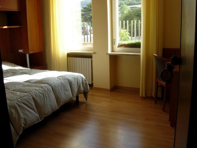 Hotel Porta Rivera - L'Aquila - Bedroom