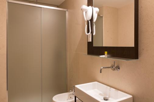 B&B Hotel Milano Central Station - Milan - Bathroom
