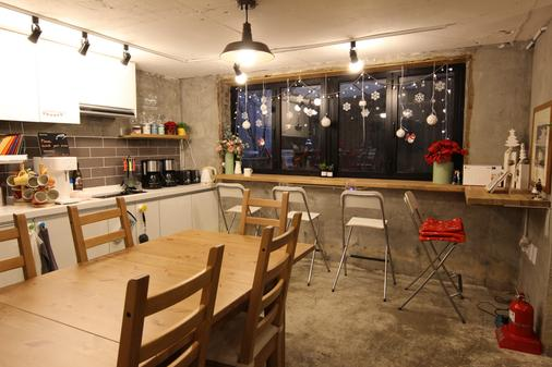 Bunk Guest House - Hostel - Seoul - Bar