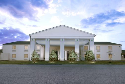 Moberly Inn & Suites - Moberly - Building