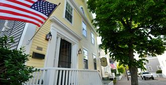 Periwinkle Inn - Nantucket - Building