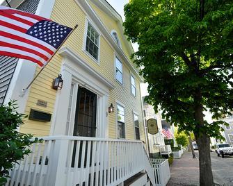 Periwinkle Inn - Nantucket - Building