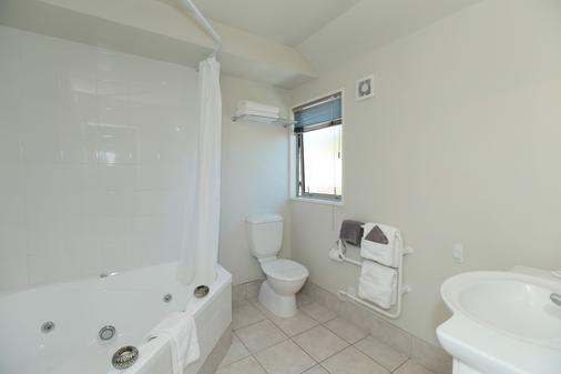 Chelsea Park Motor Lodge - Nelson - Bathroom