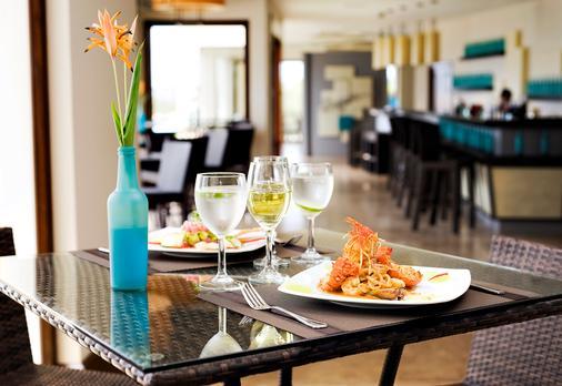 Pristine Bay Resort - Coxen Hole - Essen
