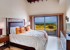 Pristine Bay Resort - Coxen Hole - Schlafzimmer