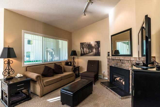 Ocean Trails Resort - Parksville - Living room