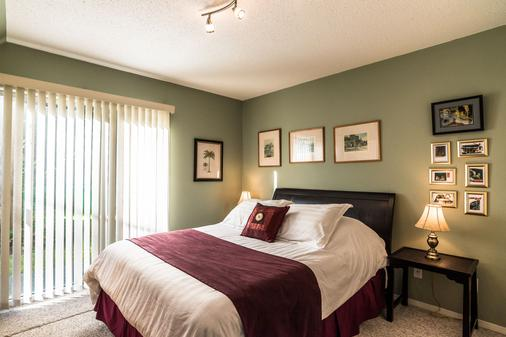 Ocean Trails Resort - Parksville - Bedroom
