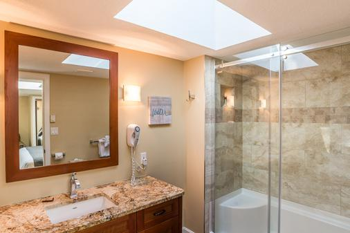 Ocean Trails Resort - Parksville - Bathroom