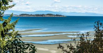Ocean Trails Resort - Parksville - Outdoors view