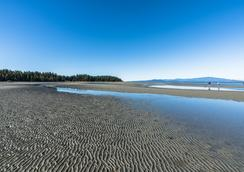 Ocean Trails Resort - Parksville - Beach
