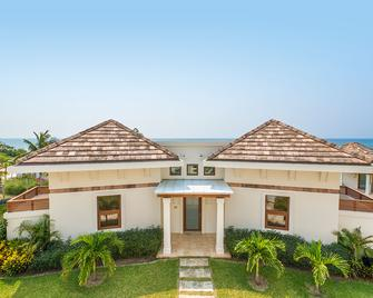 Las Verandas Hotel & Villas - First Bight - Building
