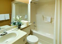 Comfort Inn - Waterloo - Bathroom