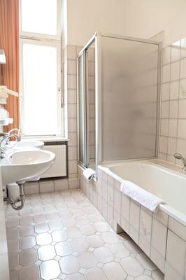 Hotel Pension Fasanenhaus - Berlin - Bathroom
