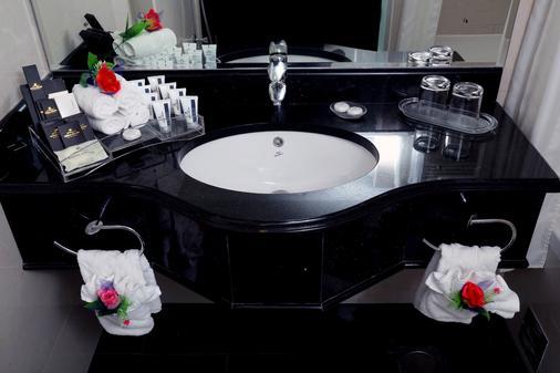 皇家豪華套房酒店 - 沙迦 - 沙迦 - 浴室