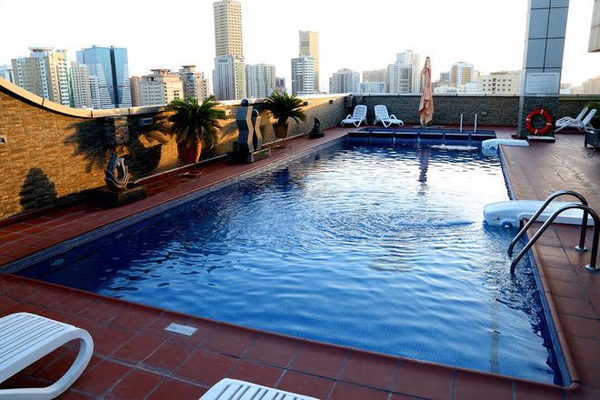 Royal Grand Suite Hotel - Sharjah - Πισίνα