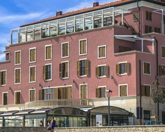 Rotonda Inn Novigrad - Novigrad (Istarska) - Building