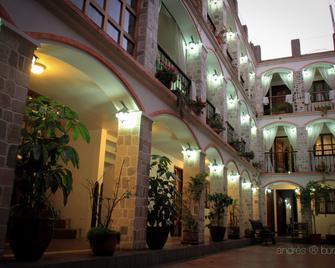 Villa de Tacvnga Hotel - Латакунга - Building