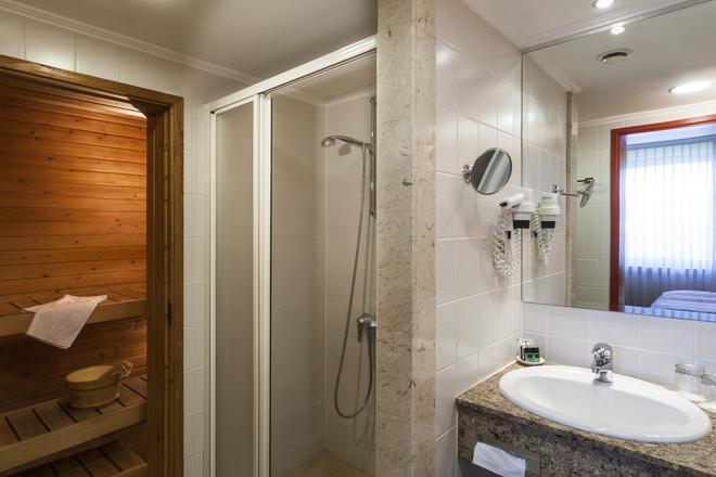 Danubius Hotel Helia - Budapest - Bathroom