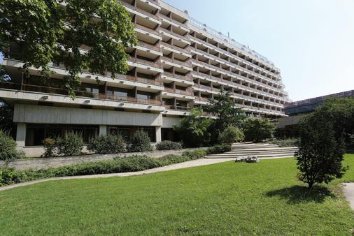 Danubius Health Spa Resort Margitsziget - Budapest - Building