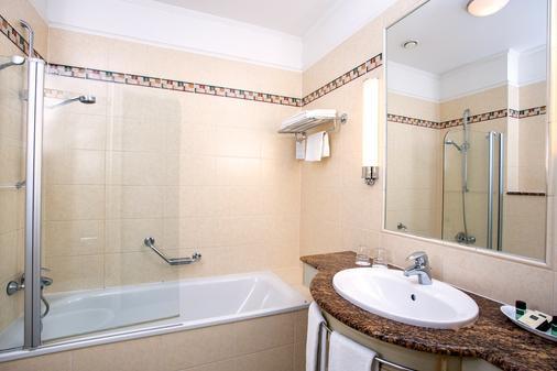 Danubius Hotel Astoria City Center - Budapest - Bathroom