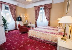 Danubius Hotel Astoria City Center - Budapest - Bedroom