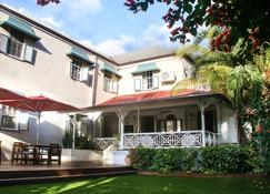 Sweetfield Manor - Bridgetown - Außenansicht