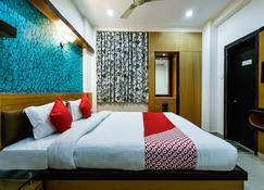 Vaccinated Staff- OYO 30414 Hotel Us Residency - Aurangābād - Bedroom